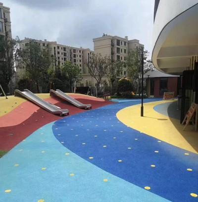 校园彩色透水路面案例