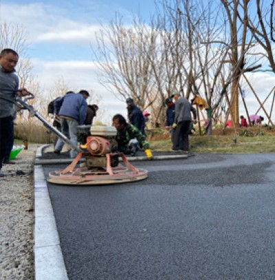 海绵城市彩色透水道路施工现场