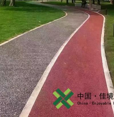 河南洛阳红色透水混凝土和灰色露骨料透水组合路面